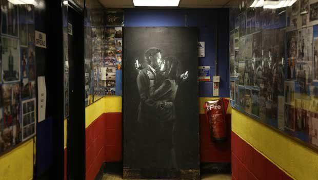 Como uma arte de Banksy salvou da falência um clube para garotos de