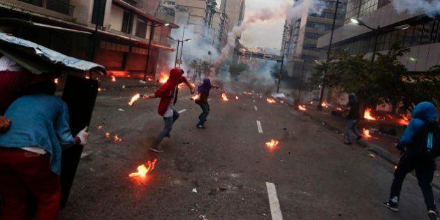 Estudantes protestam em Caracas contra a gestão do presidente Nicolás