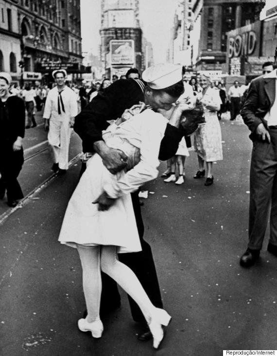 Oficial de San Diego é o primeiro a beijar outro homem em cerimônia da