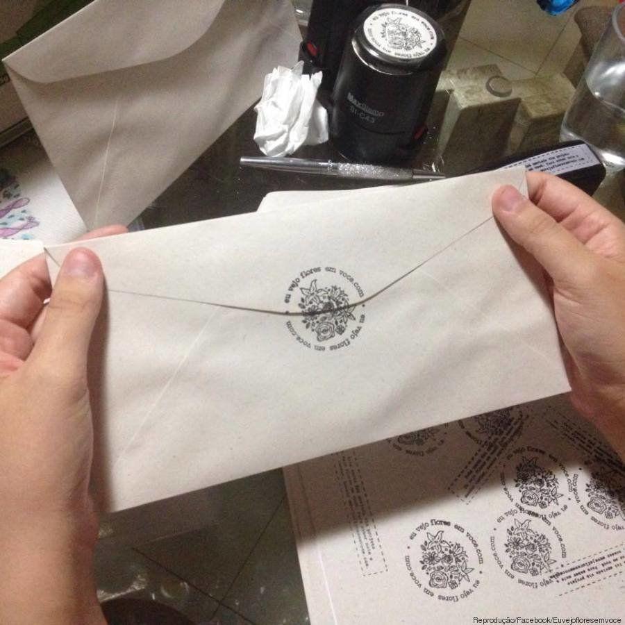 'Eu vejo flores em você': projeto feminista quer que mulheres troquem 'cartas de amor' entre