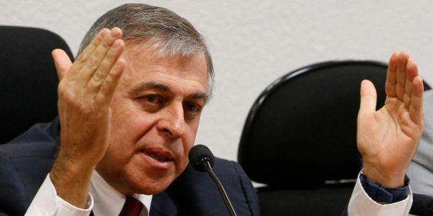 Paulo Roberto Costa confirma que recebeu US$ 1,5 milhão por compra de
