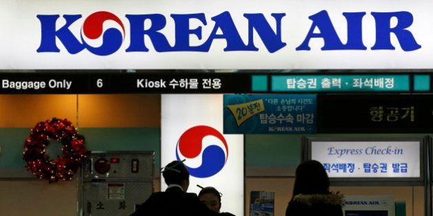 Vice-presidente da Korean Air obriga avião a voltar ao terminal para expulsar funcionário que serviu...