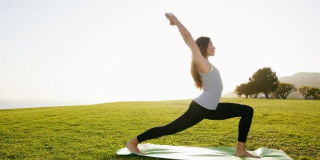 Praticando yoga 24h de seu