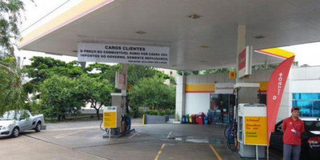 Dono de posto em Londrina (PR) justifica aumento com faixa e manda clientes 'reclamarem com