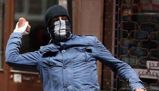 FOTOS: Violência marca manifestações no 1º de maio na