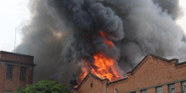 Shopping pega fogo na zona norte do Rio de