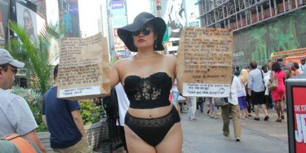A Artista 'Diana Oh' está vestindo suas lingeries em público para reivindicar o direito à