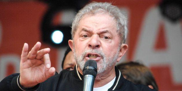 Lula critica 'elite brasileira' e pede que trabalhadores tenham paciência com