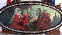 Adoração ou sacrilégio? Artista coloca roupas de super-heróis em santos