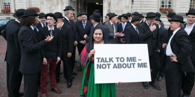 Ativista afegã protesta pela maior representatividade feminina na cúpula da