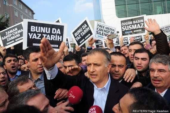 Polícia turca invade instalações de mídia próximas a clérigo rival e detém