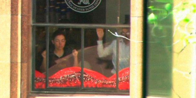 Homem invade cafeteria na Austrália e faz funcionários e clientes reféns; pelo menos cinco
