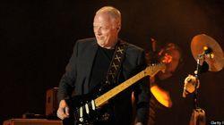 ASSISTA: David Gilmour toca 'Wish You Were Here' antes de palco ser