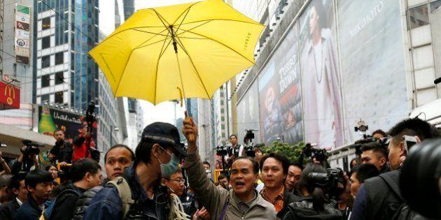 Polícia de Hong Kong remove último local de protestos