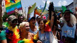 Cubanos planejam casamento simbólico de gays e