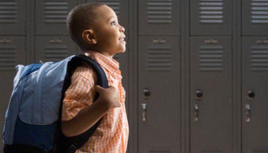 Mochila pesada é um perigo para a saúde do seu filho. Veja por