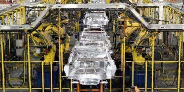 Venda de carros volta a cair em fevereiro e montadoras estudam corte na