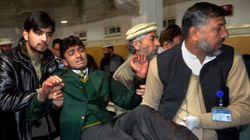 Taleban ataca escola no Paquistão, mata centenas e faz