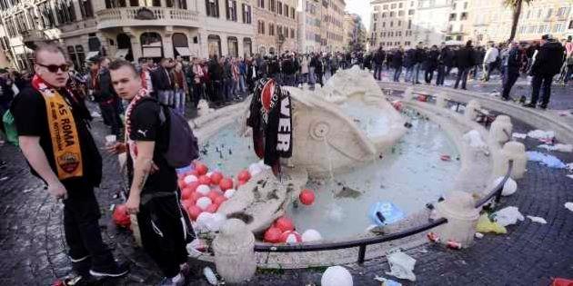 Fonte de Roma é danificada por torcedores holandeses
