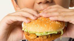 Crianças comem mais quando estão tristes, diz