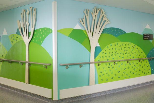 Artistas dão vida a um hospital infantil com murais