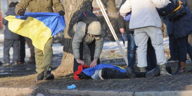 Explosão mata 2 no nordeste da Ucrânia; rebeldes ordenam retirada de