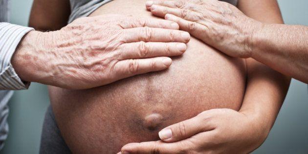 Ser mãe após os 50: uma decisão difícil para a mulher e para o