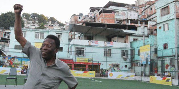 Pelé critica Aranha e afirma que racismo tem que ser combatido, mas
