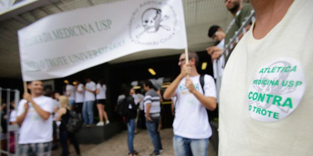 Inquérito do Ministério Público de São Paulo tenta acabar com tradição dos trotes, mas não prevê punições...