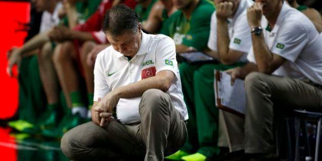 Seleção de basquete masculina volta ao Brasil e lamenta 'decepção' no