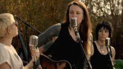 ASSISTA: Miley Cyrus, Joan Jett e outros músicos fazem homenagem às pessoas