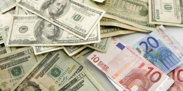 Dolar versus euro note, finance