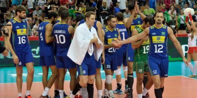 Brasil vence e fica perto de avançar no Mundial de