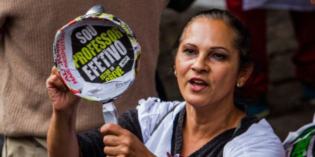 Professores da rede estadual decidem manter greve e fazem protesto em São