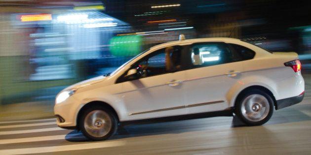 Táxis estão liberados para circular em faixas exclusivas de ônibus em São