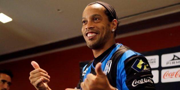 Ronaldinho é apresentado por clube mexicano e promete dar 1º título ao