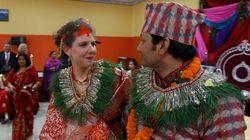 Após terremoto, casal se une em cerimônia emocionante no Nepal