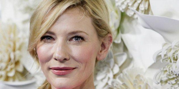 Cate Blanchett diz que já se relacionou com outras