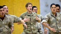 ASSISTA: Príncipe Harry faz tradicional dança de guerra na Nova