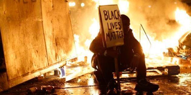 Não indiciamento de policial em caso de assassinato faz violência novamente irromper em