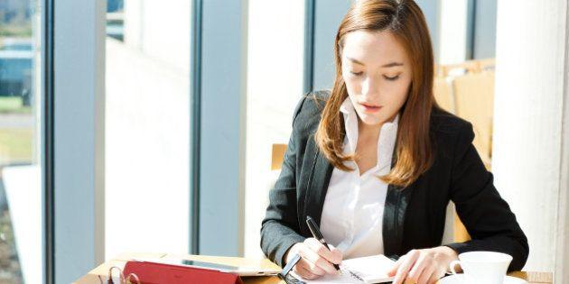 PNAD: Mulheres recebem, em média, 73,7% do salário dos