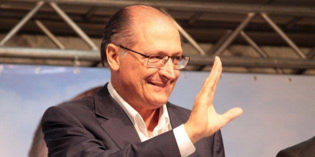 Alckmin é multado em R$ 4 mil pelo TRE-SP por fazer propaganda eleitoral em templos