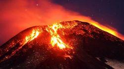 Vulcão Villarrica entra em erupção no Chile e moradores são