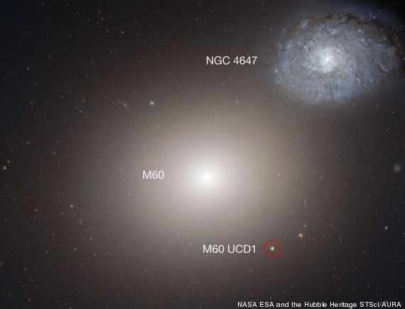Astrônomos descobrem ENORME buraco negro em