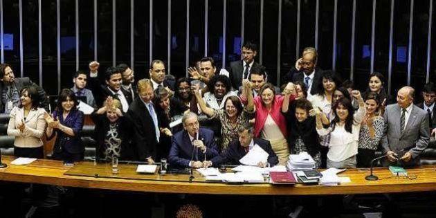 Câmara dos Deputados aprova projeto que torna feminicídio crime hediondo, com pena de 12 a 30 anos de
