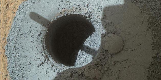 Jipe Curiosity faz terceiro furo em Marte e revela verdadeira cor do