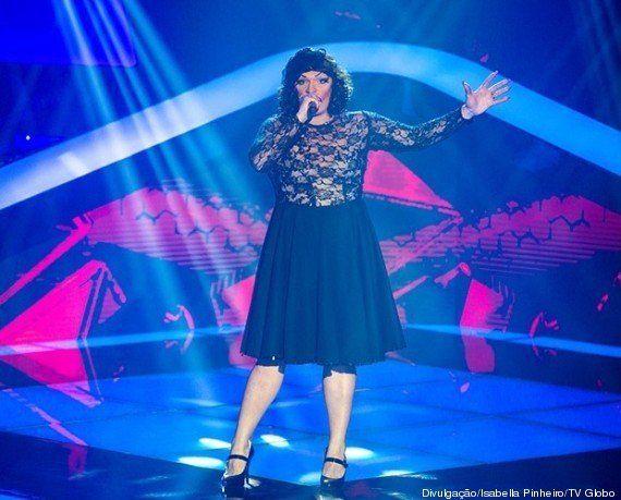 Drag Queen Deena Love rouba a cena na estreia da segunda edição do 'The Voice Brasil'