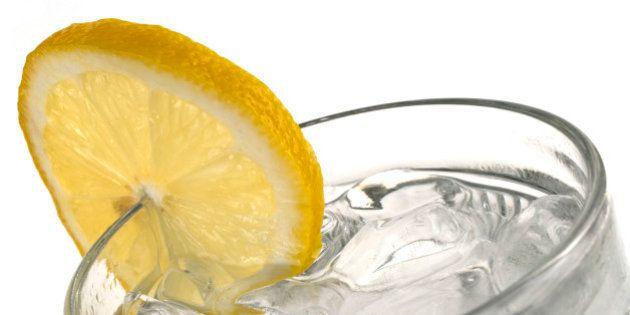 Depois dessa, você nunca mais vai querer colocar aquela rodela de limão na sua
