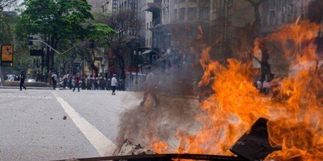 Um grupo de sem-teto e policiais militares entraram em confronto na manhã desta terça-feira durante...