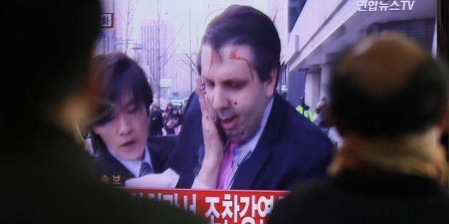 Embaixador dos EUA é atacado com golpes de faca na Coreia do Sul; Coreia do Norte diz que foi 'punição